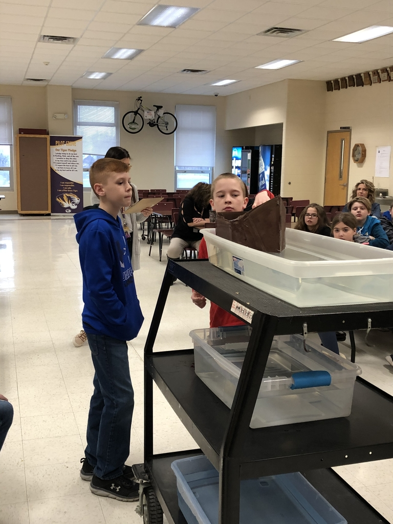 5th grade students testing their boat.